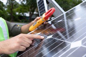 Systemy fotowoltaiczne – dlaczego warto postawić na energię słoneczną